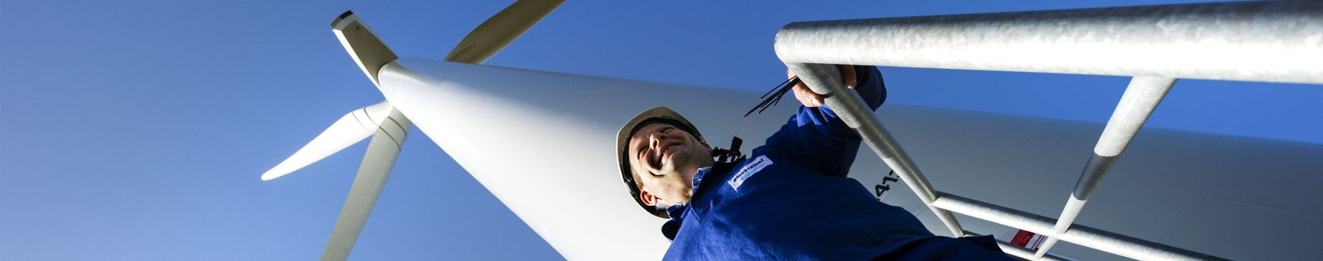 Technician and windturbine
